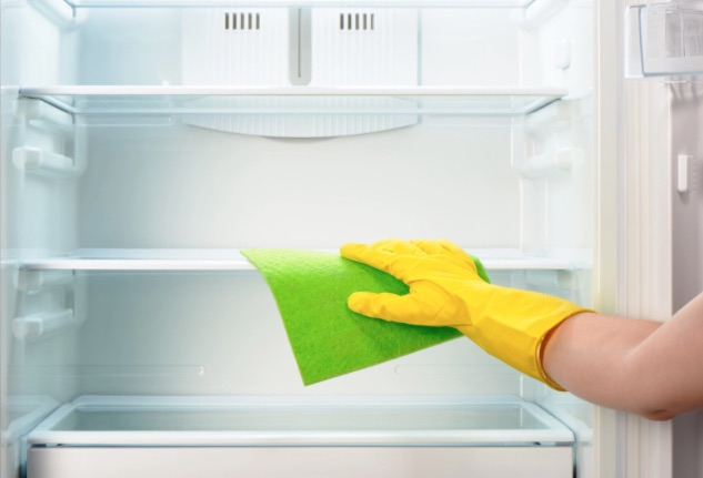Prepping-the-Refrigerator-for-Moving-Storage-
